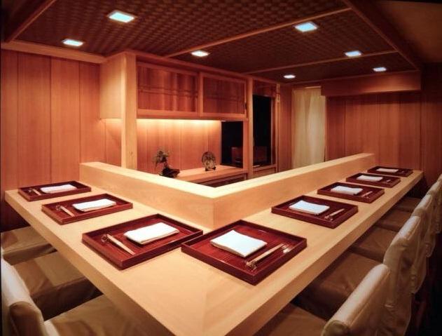 和食料理屋と無垢カウンター(ヒノキ)
